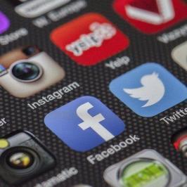 Viral gehen in den sozialen Medien: So erzeugen Sie Social Buzz
