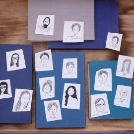 blaue Bücher, Bilder von Gesichtern, Facebook