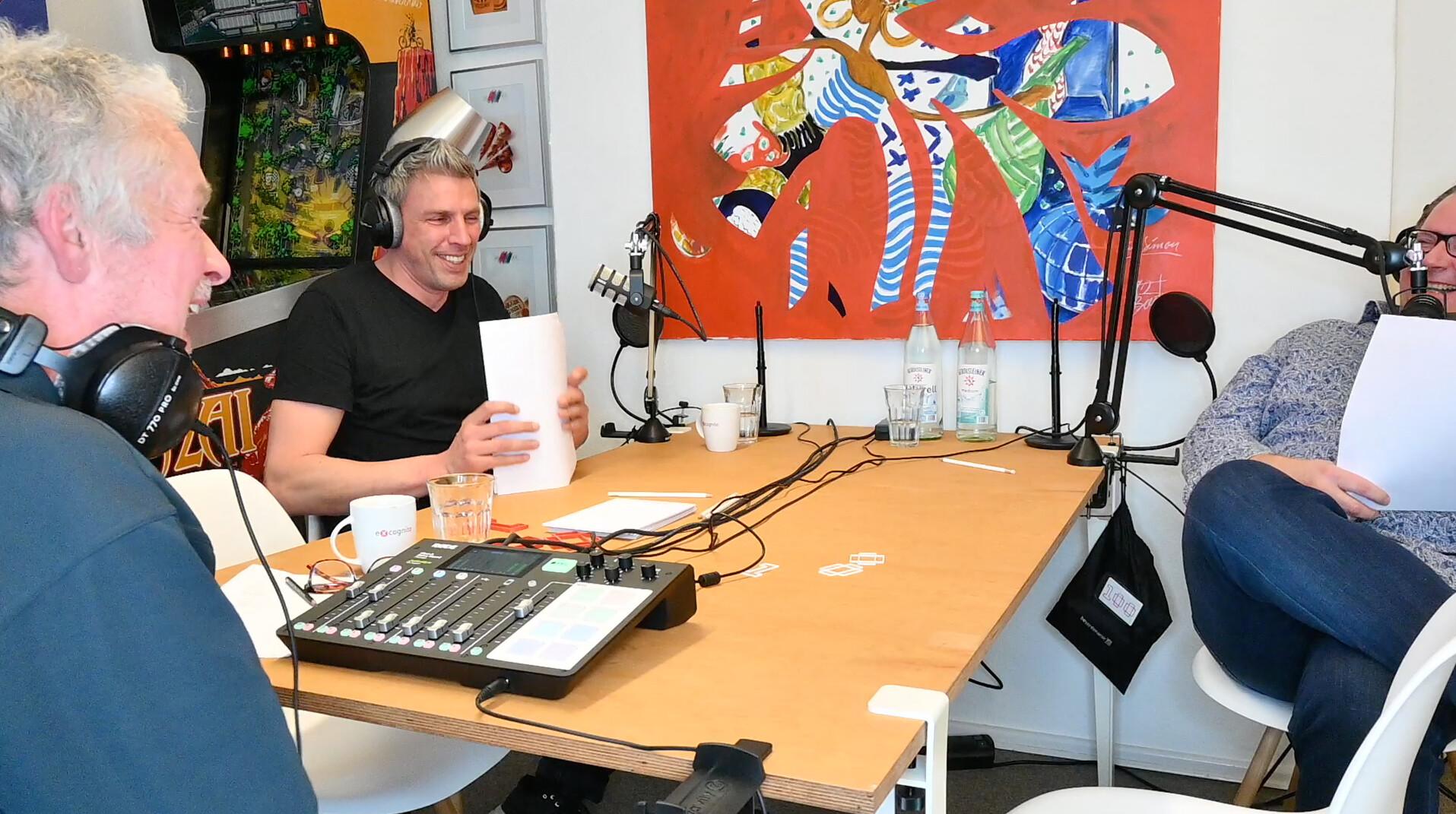 Simon Boe und Andreas Oertel bei der Aufnahme des Podcasts zum Thema Onlinemarketing in der Ästhetisch-Plastischen Chirurgie